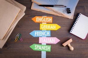 Bilde av skilt med flere språk