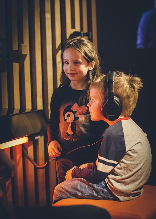 En gutt og en jente på Popsenteret